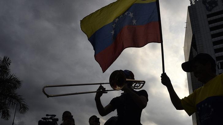 """""""Consecuencias similares a las de un desastre natural"""": Venezuela continúa sin luz y el oficialismo investiga como responsable a Juan Guaidó"""