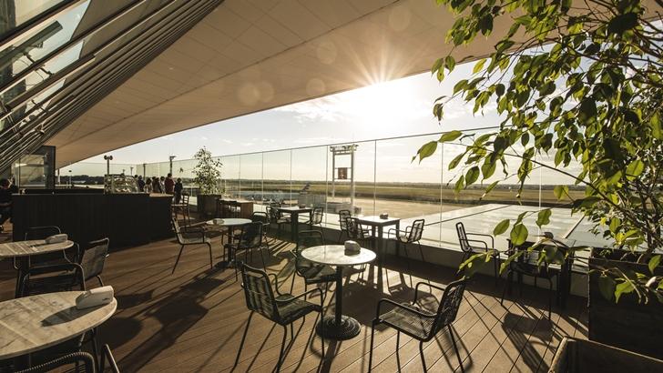 El <em/> Aeropuerto de Carrasco </em> inauguró su clásica terraza con mirador hacia la pista