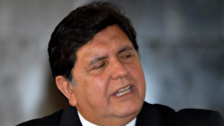 Muere ex presidente peruano Alan García tras dispararse cuando iba a ser detenido: La Policía lo investigaba por caso de corrupción vinculado a Ordebrecht