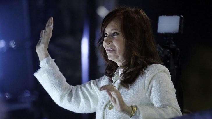 Cristina Fernández presentó su libro en una «cadena televisiva de hecho»