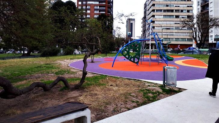 <em>Los ojos de Rosario</em>: Renovación del parque infantil de Villa Biarritz