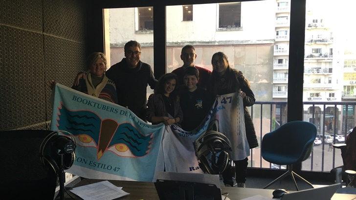 <em>Un mate con</em> la maestra Silvia Bocchi y sus alumnos  (La Canoa T02P116)