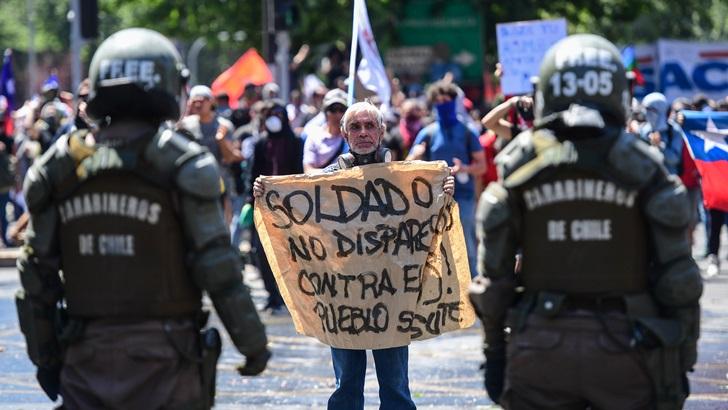 Chile: Piñera pide perdón y anuncia medidas, pero la crisis continúa