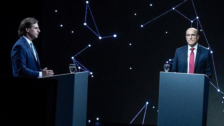 La mirada semiótica en el debate: Crónica de un hombre solo / Juramento de un hombre pronto para asumir