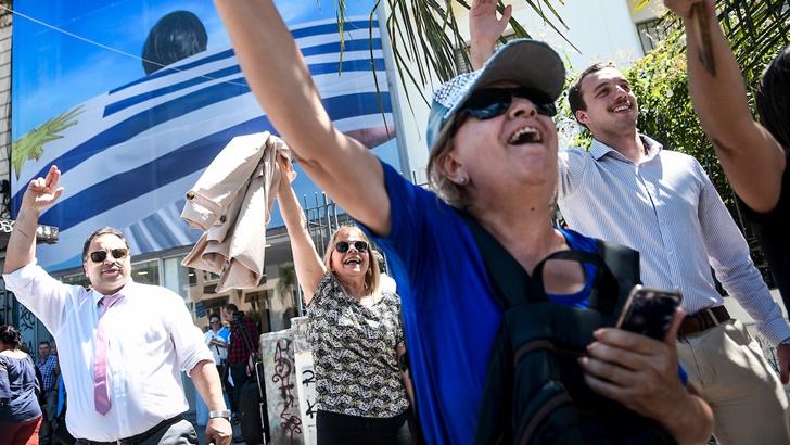 Informe: Un día de festejos y gestos mientras se prepara la transición