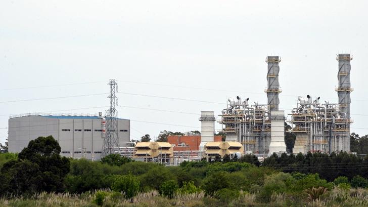 Si se apuesta a la energía renovable, ¿por qué UTE inauguró una nueva planta de combustible fósil?
