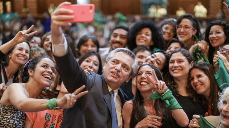 Transición en Argentina: Ceremonia de relevo presidencial, el desafío de recomponer relaciones con Brasil y las señales para recuperar la economía con un posible viraje proteccionista