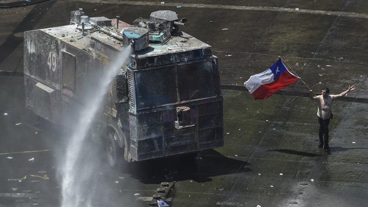 Otra jornada crítica en Chile y crece la posibilidad de una nueva Constitución: «Es el paraguas de todas las demandas»