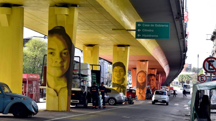 <em>Los ojos de la radio</em>: Mural de Colectivo Licuado en el Viaducto