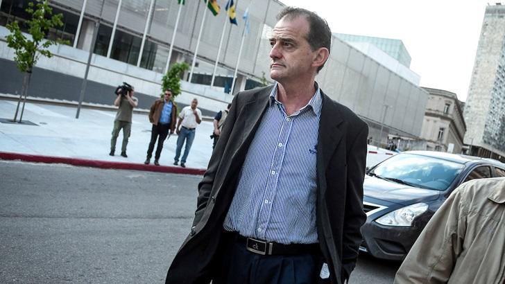Abogado de Manini Ríos: Fiscal hizo «un buen movimiento político» cuando sostuvo que ya rigen los fueros; en este caso «hay algo más que una mera instancia judicial»