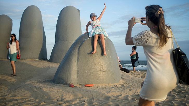 ¿Cómo afecta al turismo en Uruguay el «dólar turista» implementado en Argentina?