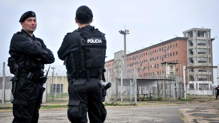 ¿Cuál es el criterio para permitir celulares en cárceles?