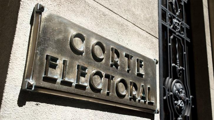 FA criticó que Corte Electoral habilitara cambio de partido para candidatos a elecciones de municipios: Entrevista con ministro José Korzeniak