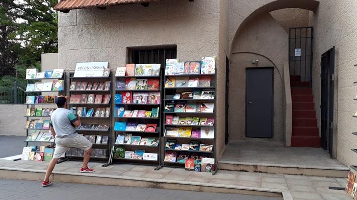 <em>Los ojos de la radio</em>: Se montó ayer la feria del libro «Uruguay, te leo» en el Castillo del Parque Rodó