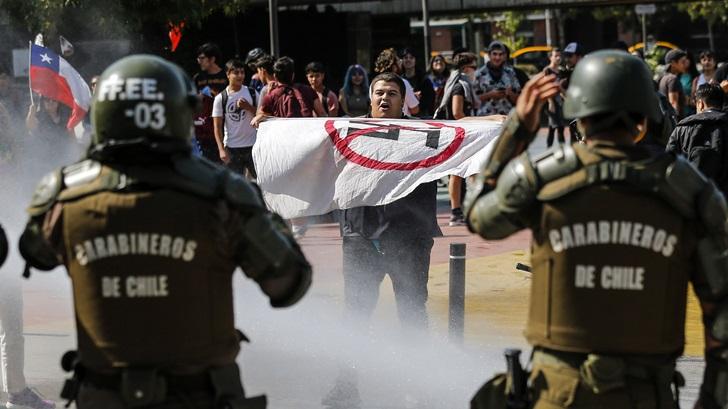 Chile: «Hay una tensa calma» en una situación que «no está para nada controlada»