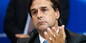 Gobierno recortará sueldos altos de funcionarios públicos para el Fondo Coronavirus