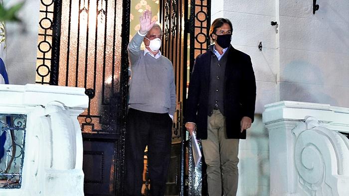 Lacalle Pou visitó a Tabaré Vázquez para discutir plan estratégico en respuesta al Covid-19