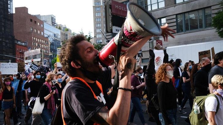 EEUU: Dos uruguayos participan de las manifestaciones contra el racismo en Nueva York