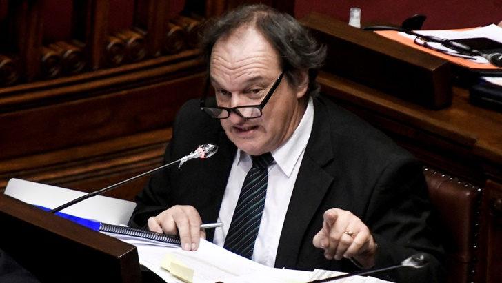 «Cabildo Abierto debería abandonar la coalición de gobierno» si el presidente Luis Lacalle Pou no destituye al fiscal de Corte Jorge Díaz, dice el diputado cabildante Eduardo Lust