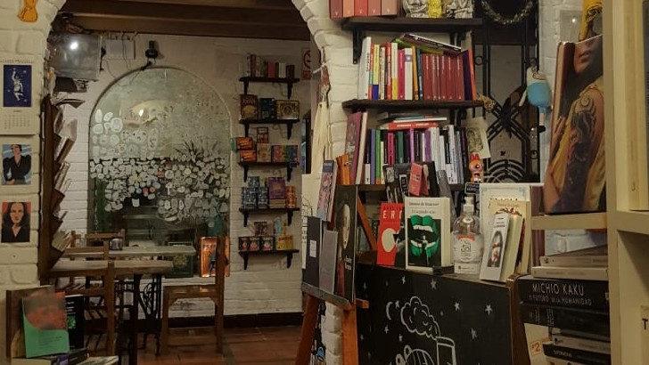 <em>La Conversación</em>: El Castillo Vagabundo, la más nocturna de las librerías montevideanas