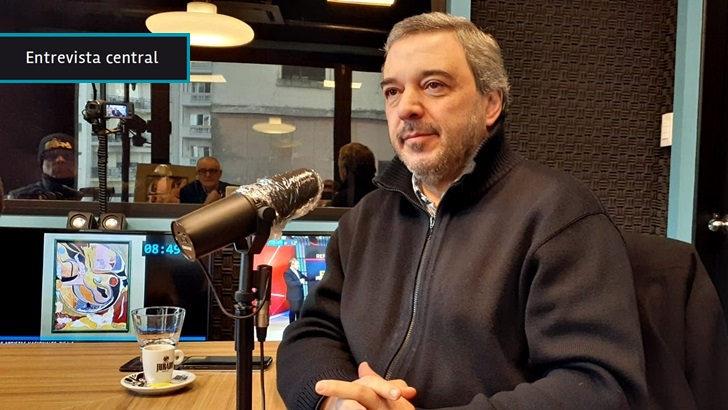 """Mario Bergara: """"El gobierno quiere ser el superhéroe de la pandemia y no está ambientando diálogos"""" sobre el impacto social de la crisis y el rol del Estado en la recuperación"""