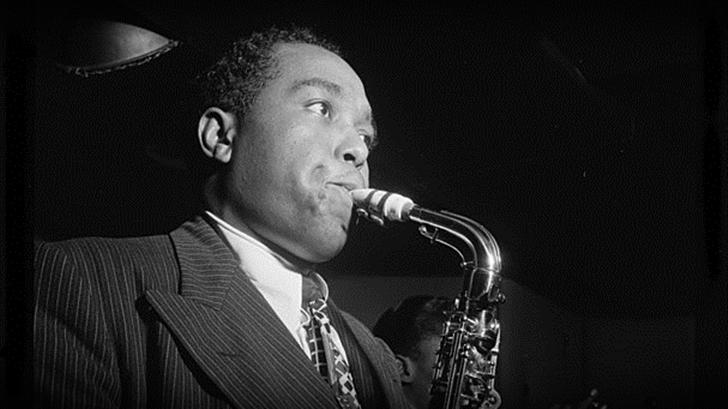 <em>En Primera Fila</em>: Alvariza sobre la obra del saxofonista y compositor Charlie Parker, a 100 años de su nacimiento
