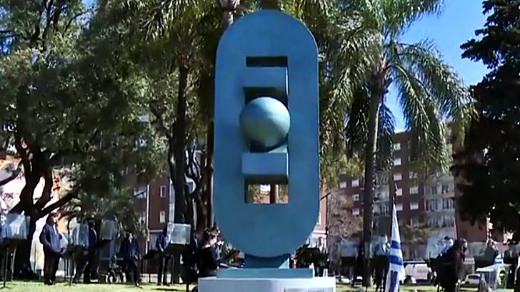 <em>Los ojos de la radio</em>: Inauguró un monumento a la democracia