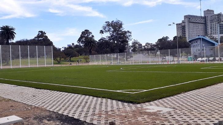 <em>Los ojos de la radio</em>: Inauguraron canchas de baby fútbol en Parque Batlle como parte del proyecto «Salí jugando»