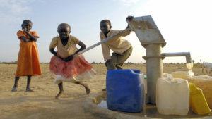 Niños juegan en Sudan