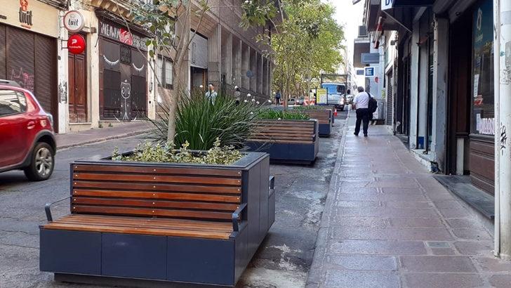 <em>Los ojos de la radio</em>: Se trasladaron bancos de la Plaza Zabala a Ituzaingó y 25 de Mayo