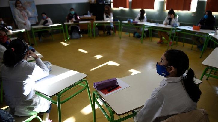Clases en escuelas y liceos volverán a ser obligatorias: «El riesgo no está dentro del local de enseñanzas», dice Juan Gabito (Codicen)