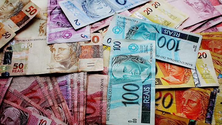 Brasil endurece su política monetaria y hay una fuerte caída del dolar