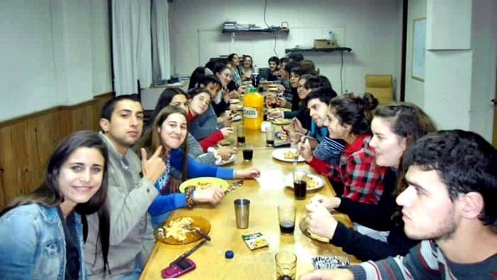 <em>Conexión Interior:</em> ¿Qué rol cumplen los hogares estudiantiles para los estudiantes del interior?