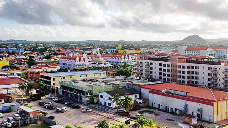 <em>Tripulacción</em>. Un viaje en moto por Aruba