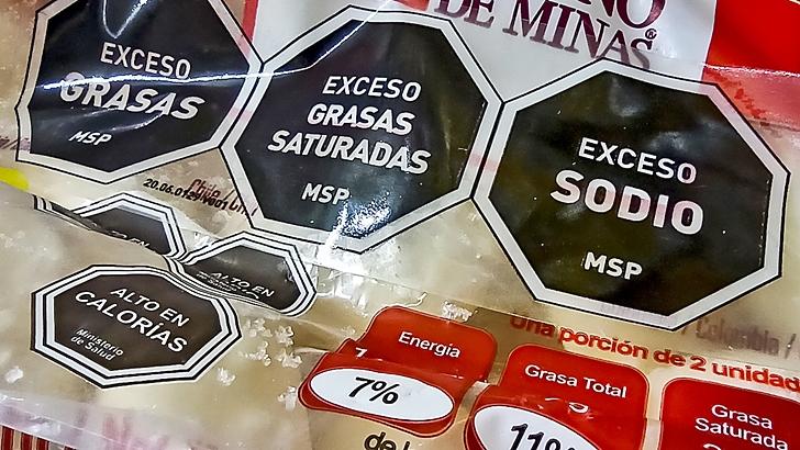 Etiquetado de alimentos: Gobierno aumentó los valores límite de sodio, grasas y azúcares