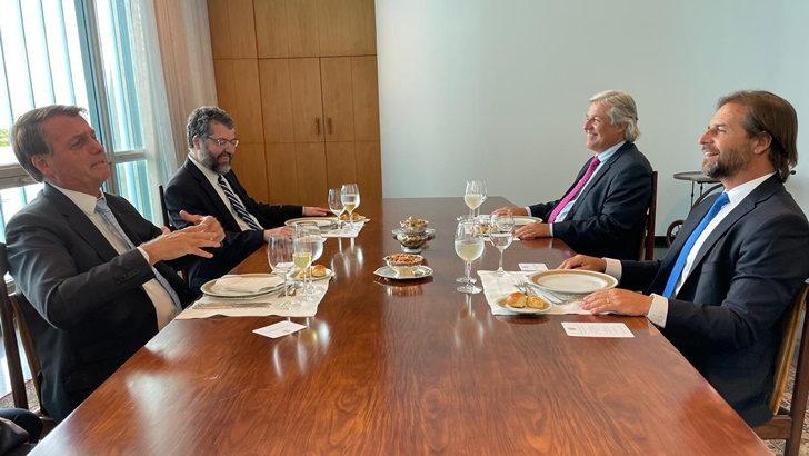 Reunión Lacalle Pou-Bolsonaro abre posibilidad a negociar fuera del Mercosur: «Para que se cristalice a partir de hoy hay que estar tomando iniciativa», dice analista Marcel Vaillant