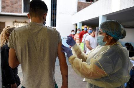 Vacunación en el Comcar contra el covid-19. Crédito: Daniel Rodríguez /adhocFOTOS
