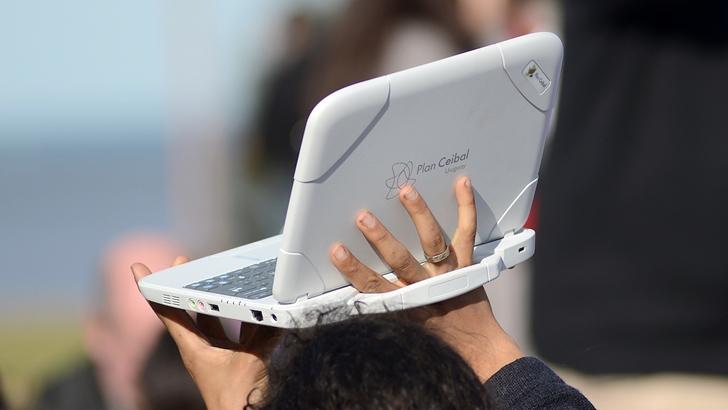 «No hay quedesesperarse con la pérdida de aprendizajes» en la educación virtual; «en cualquier momento se puede aprender lo que no se aprendió hoy», diceLeandro Folgar, presidente del Plan Ceibal