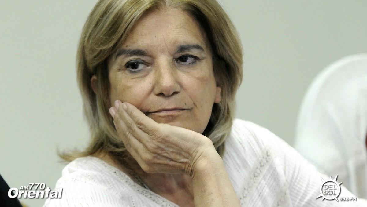 Ministra Eneida de León: «Tenemos agua potable, podemos tomar agua de la canilla. Yo lo hago»