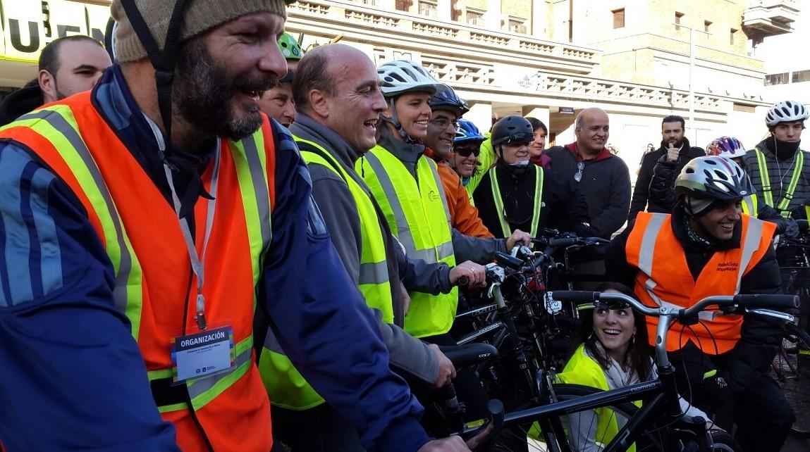 La bicicleteada de Daniel Martínez rumbo a la Intendencia