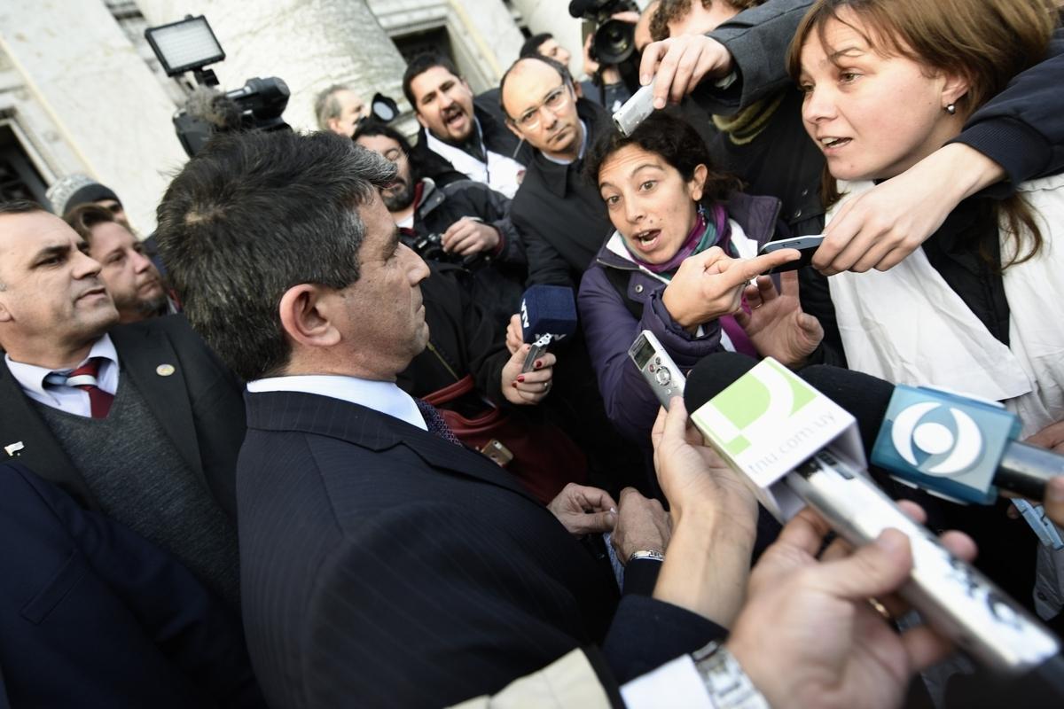 Tabaré Vázquez y Raúl Sendic fueron abucheados por manifestantes (I)