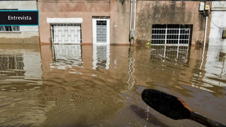 """Inundaciones en Rivera: La lluvia hizo """"colapsar"""" a la ciudad, que apela a la solidaridad para atender a los evacuados"""