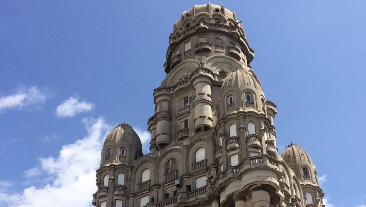 Palacio Salvo aprovecha la temporada turística con un recorrido por su historia