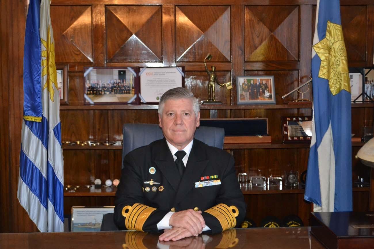 Comandante en Jefe de la Armada pide a La Diaria que rectifique nota humorística