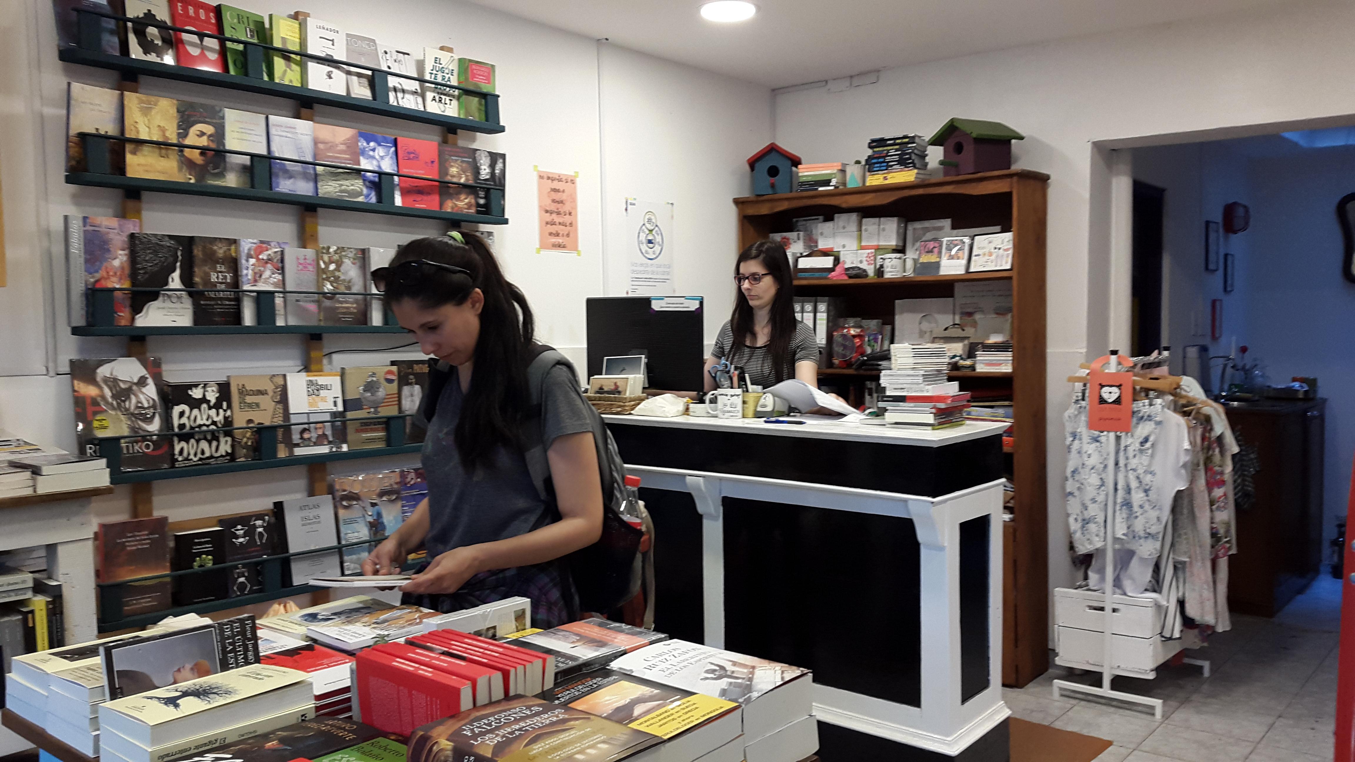 Librería Las Karamazov: Un oasis literario sobre la avenida Rivera