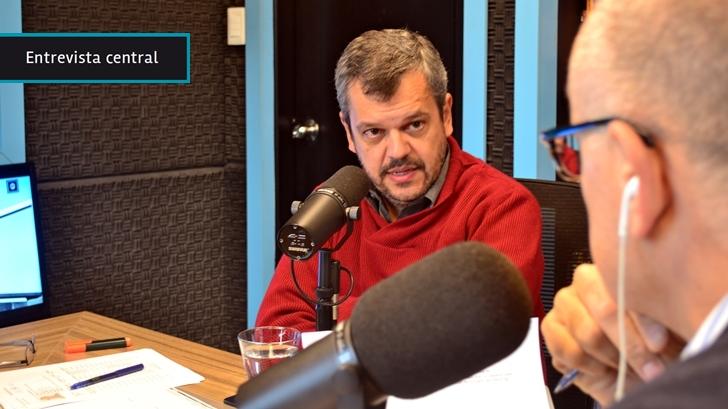 """Leal responde a críticas sobre operativos en Cruz de Carrasco: Reconoce que se necesita tiempo para llevar servicios; admite que vecinos """"colgados"""" lo hicieron con la """"ayuda"""" del Estado años atrás y pide que las organizaciones denuncien más"""