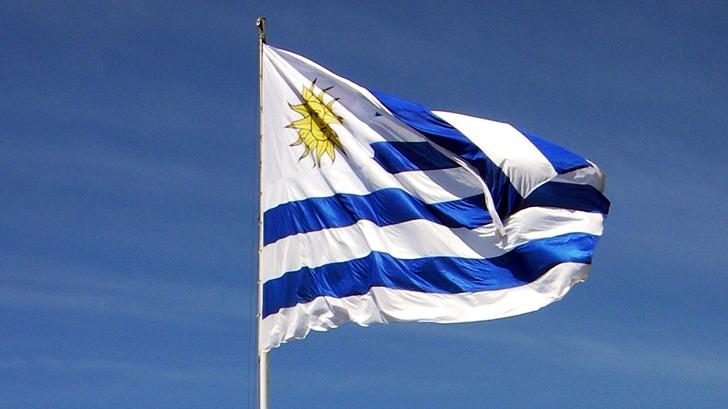 ADES pide eliminar acto de jura de la bandera