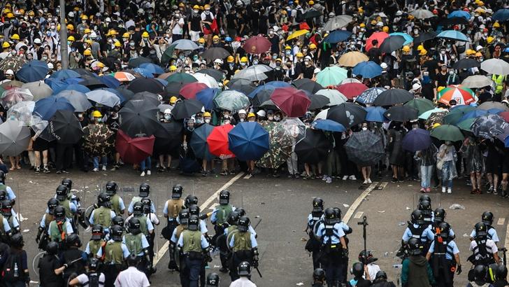Protestas en Hong Kong alcanzan rango histórico y fueron calificadas de motín