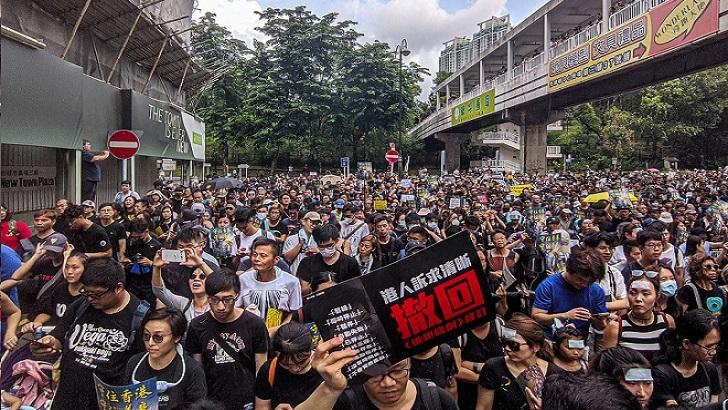 Hong Kong teme el futuro y Argentina viaja al pasado (La Hora Global T01P44)