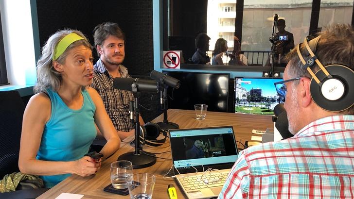 Rueda sobre el documental Espíritu inquieto, acerca del músico Gustavo Pena, el Príncipe (La Canoa T02P174)
